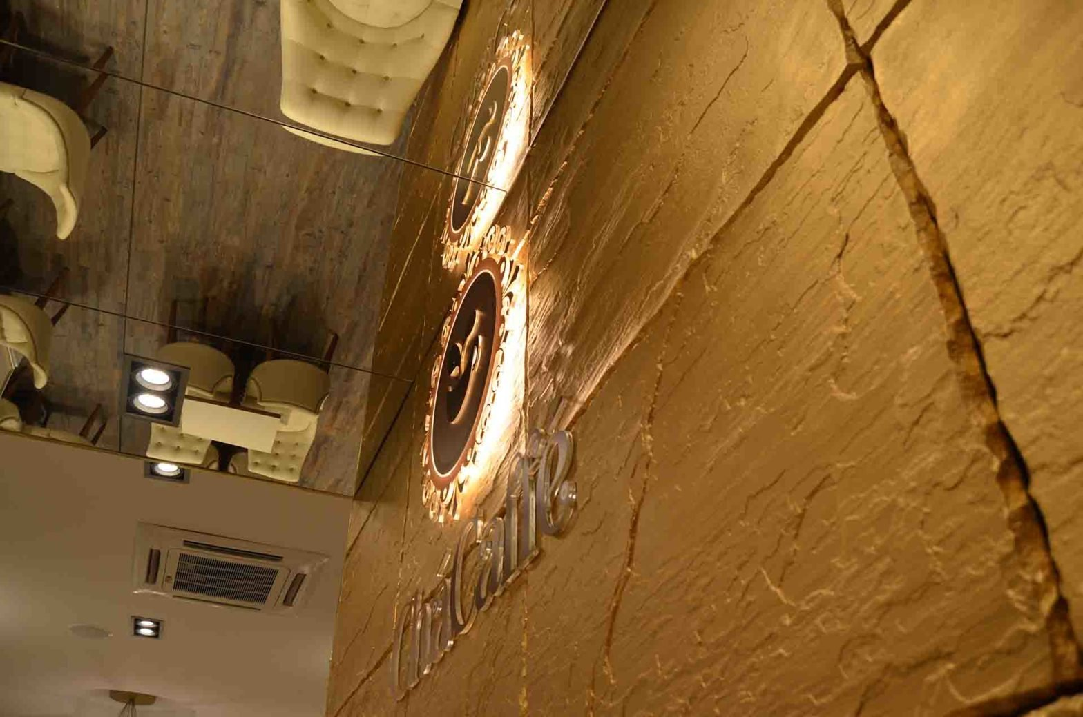 Revestimientos dorados por Panespol en ChaCaffé